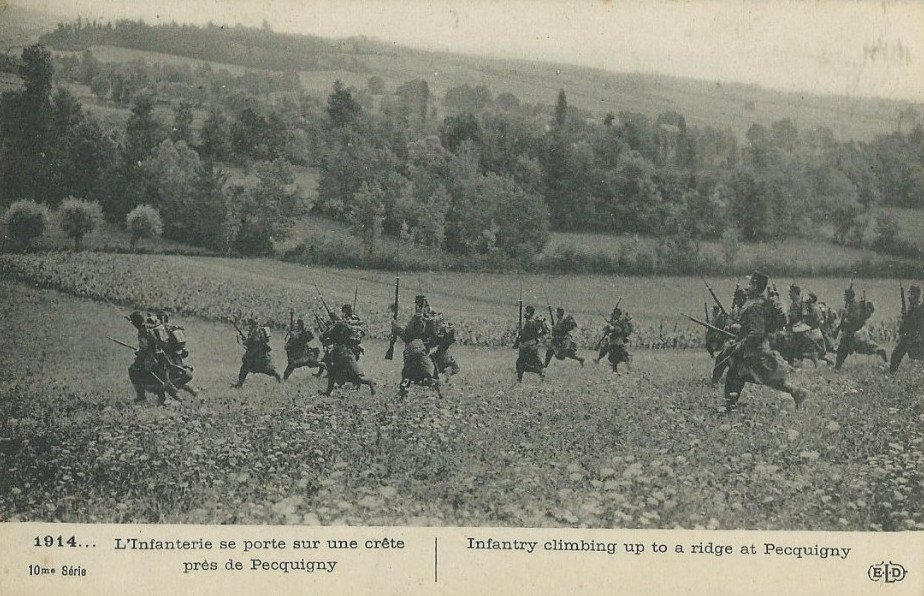 Postcard of Picquigny 02 - Somme - French troops advancing towards a ridge 1914