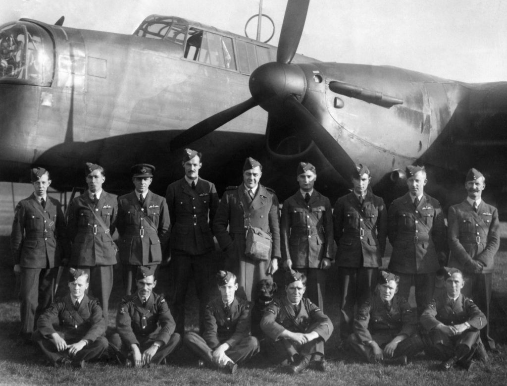 10-squadron-3-aircraft-crews-from-berlin-leaflet-raid-oct-1939